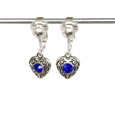 Clipoorbellen antiek zilveren hartjes met 1 blauwe glitter, hangoorbellen