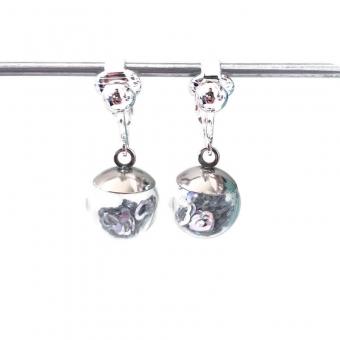 Clipoorbellen bal met zilveren hartjes mini, hangoorbellen