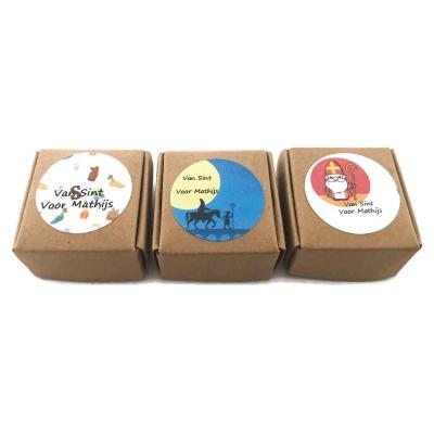 Cadeaudoosje met gepersonaliseerde Sinterklaas sticker