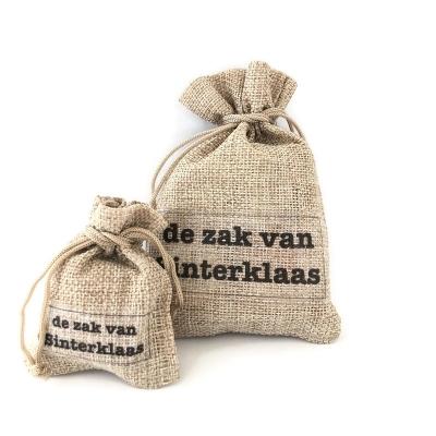 De zak van Sinterklaas (groot), mogelijk met cadeaudoosje(s) met gepersonaliseerde Sinterklaas sticker(s)