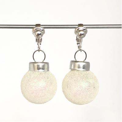 Clipoorbellen kerstbal klein glas wit glitters, hangoorbellen